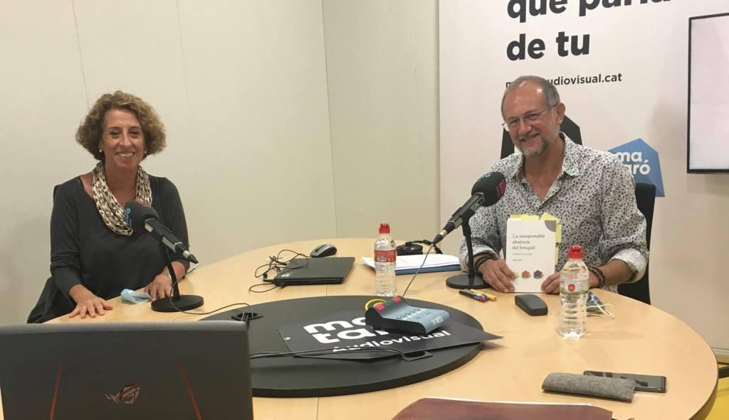 """Entrevista a ràdio Mataró, al programa """"A peu de pàgina"""" on parlem amb l'escriptora Eulàlia Armengol, autora de """"La insuportable absència del bròquil""""."""